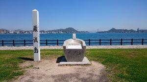 巌流島木碑(左)と巌流島文学碑(右)