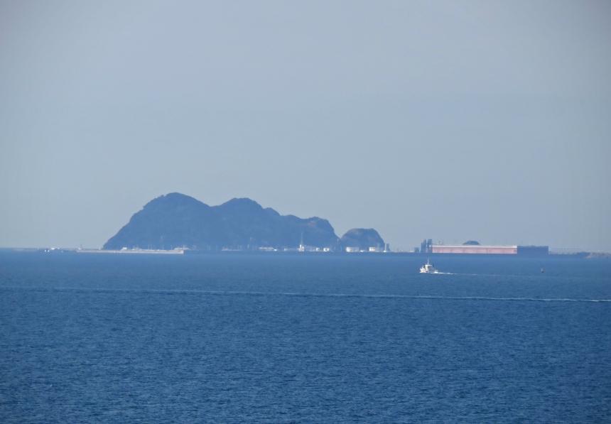 展望室から望む白島国家石油備蓄基地